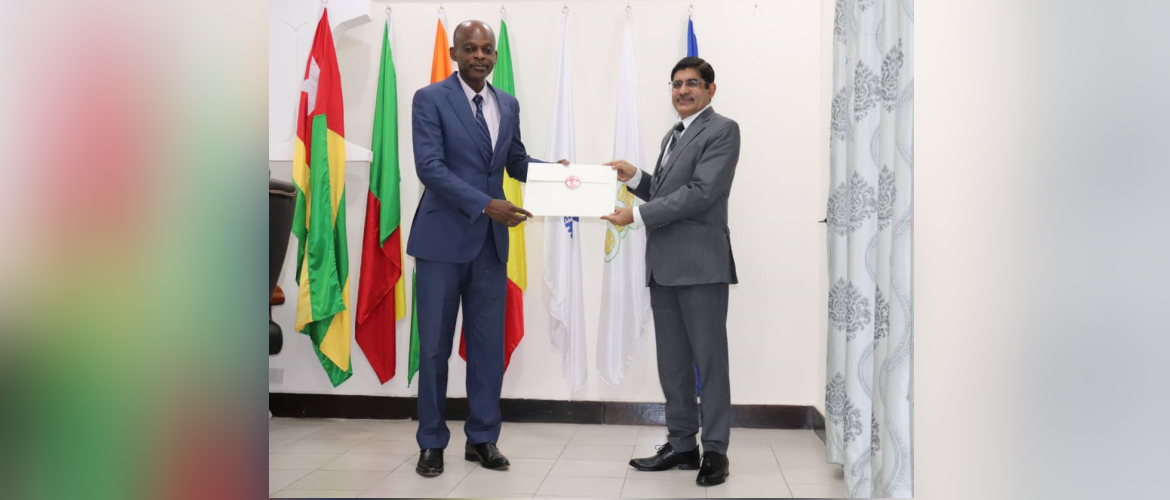 Ambassador Sanjiv Tandon called on Hon'ble Foreign Minister H.E. Mr. Robert Dussey on 25 June 2021 to present a copy of his credentials. They discussed ways to further advance bilateral partnership between India and Togo.